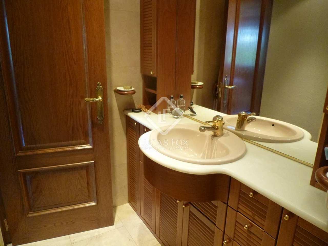 Apartment for sale in madrid 39 s retiro area for Bathrooms in retiro park
