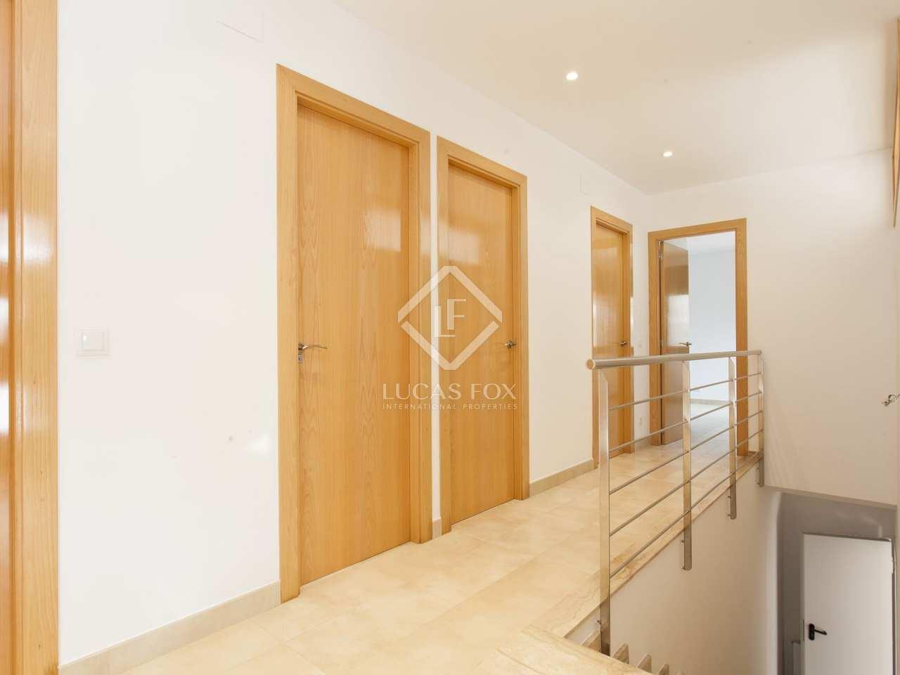 Casa moderna de 5 dormitorios en venta en olivella sitges for Casa moderna 4 dormitorios