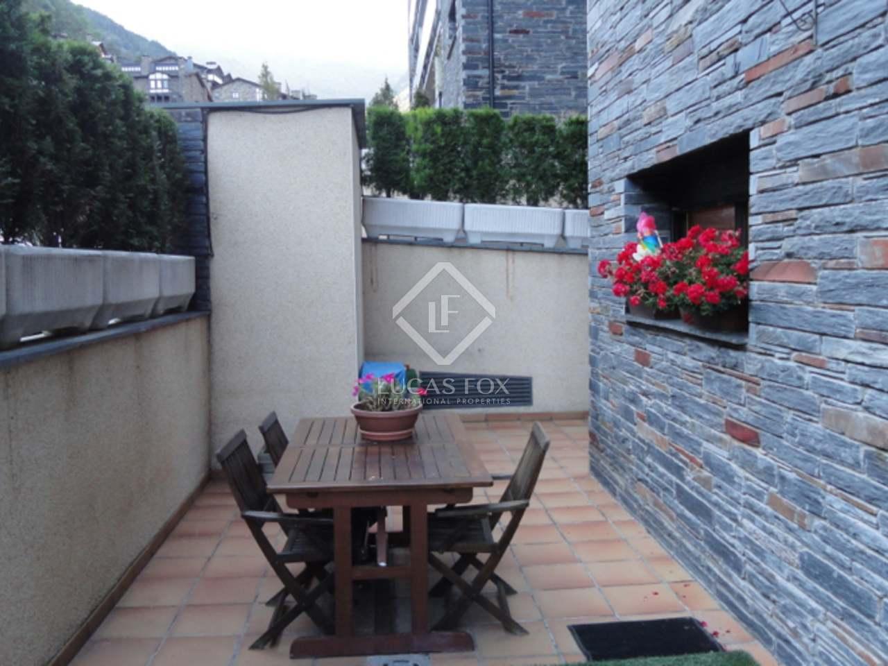 84m wohnung mit 50m terrasse zum verkauf in la massana. Black Bedroom Furniture Sets. Home Design Ideas