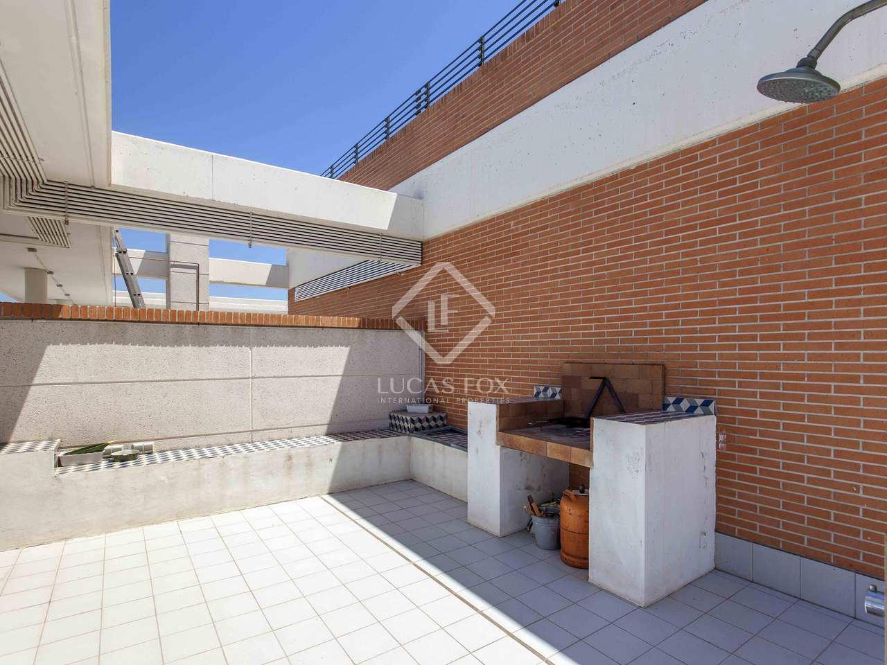 210m dachwohnung mit 93m terrasse zum verkauf in. Black Bedroom Furniture Sets. Home Design Ideas