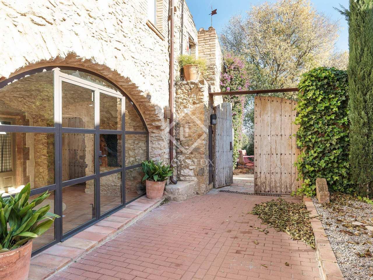 Huis villa van 300m te koop met 217m tuin in baix emporda for Huis te koop van eigen huis en tuin