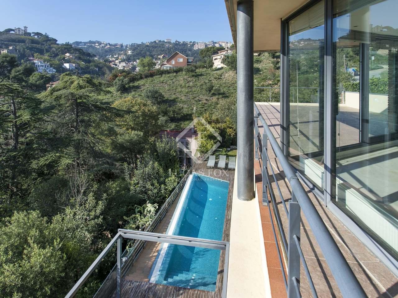 Casa de 4 dormitorios con piscina en venta en sarri for Casas con piscina baratas barcelona