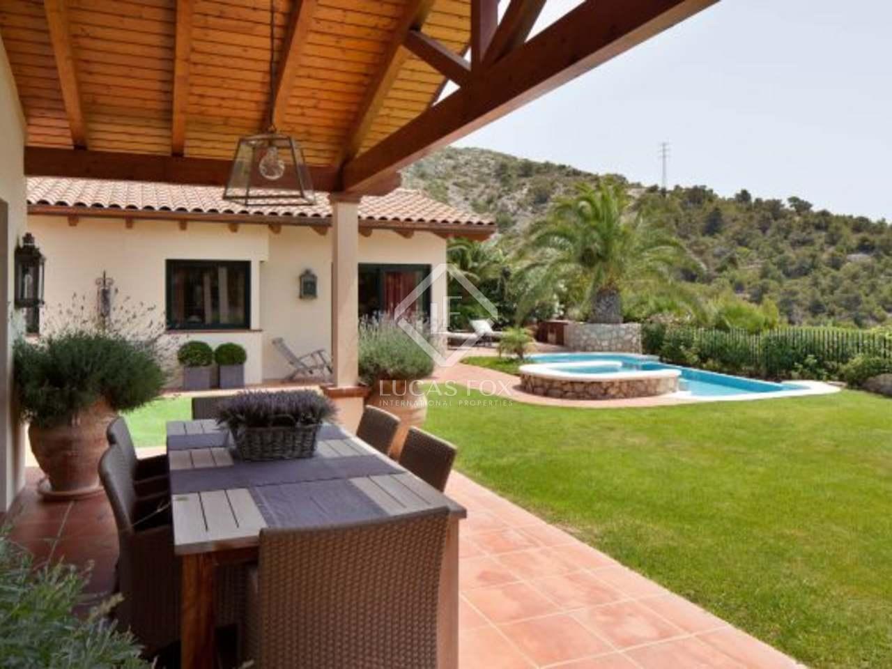 Casa de 5 dormitorios en venta en sitges con piscina Villa jardin donde queda