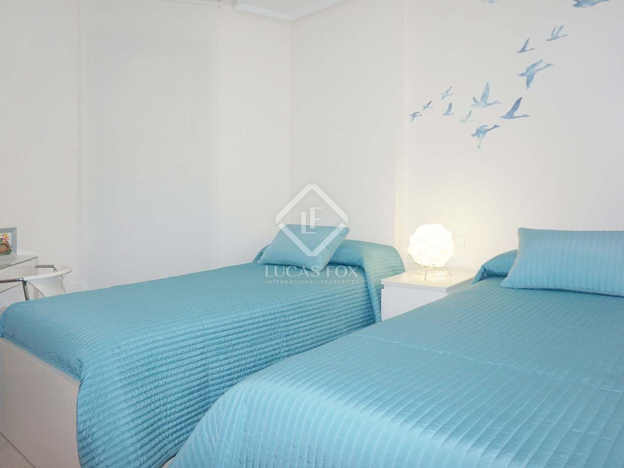 Apartamento con piscina comunitaria en venta en la patacona for Piscina patacona