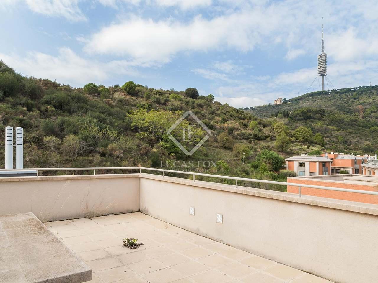 Casa renovada en alquiler en la zona alta de barcelona for Casa con jardin alquiler barcelona