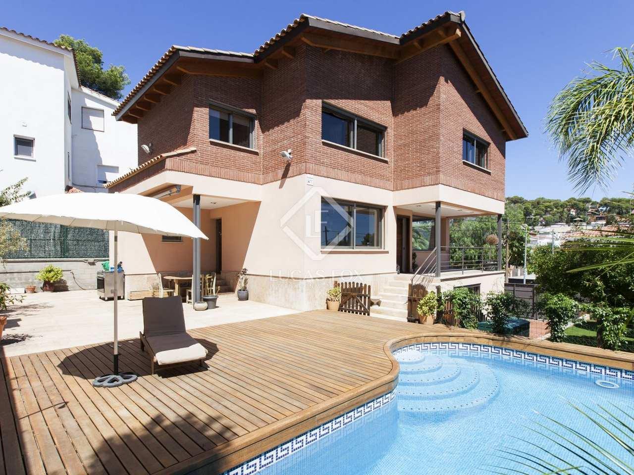 Villa con jard n y piscina en alquiler en castelldefels for Alquiler casa con jardin barcelona