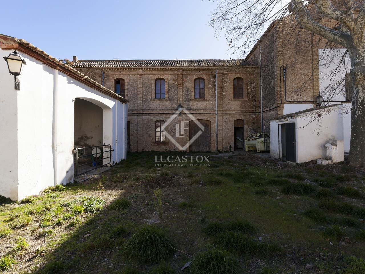 2 600m country estate for sale in pened s sitges for Country mansion for sale