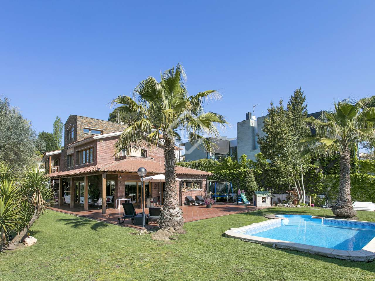 Very large house for sale in bellaterra for Very big houses for sale