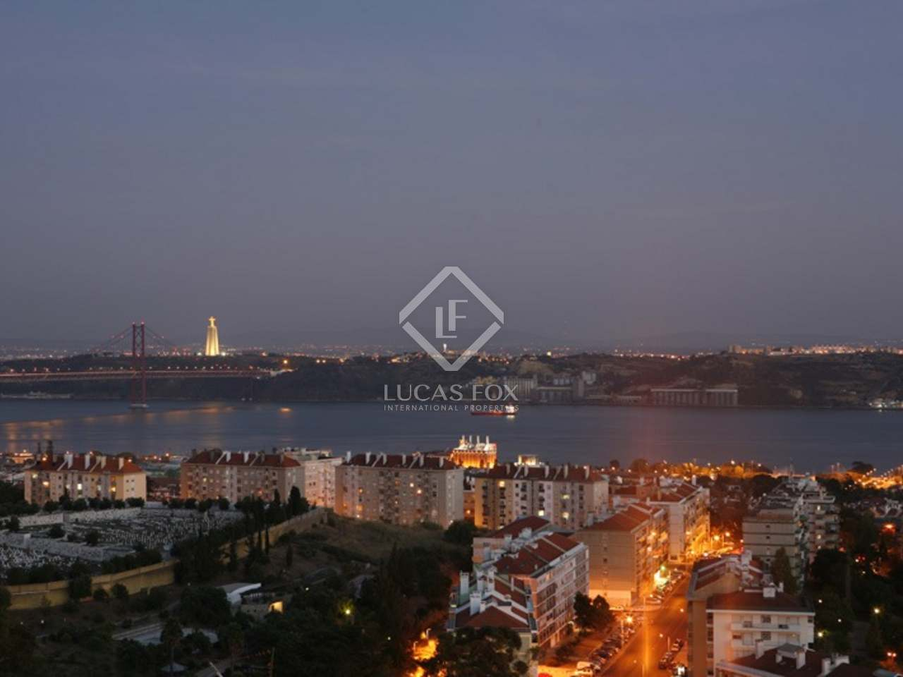 Luxury apartment for sale in Lisbon with sea views.