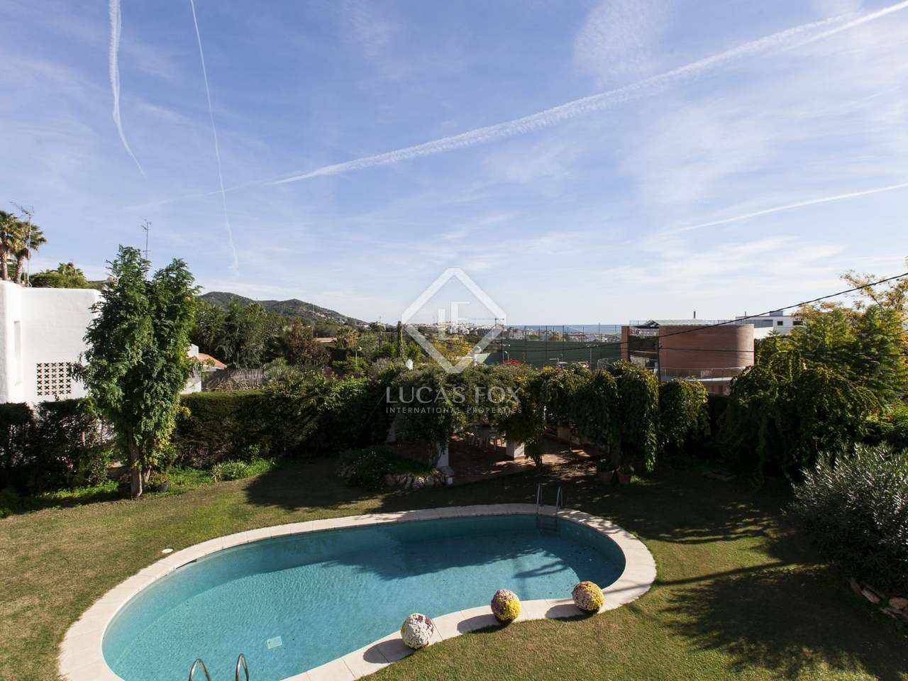 4 bedroom house with garden and pool for sale in vallpineda for Garden pool for sale