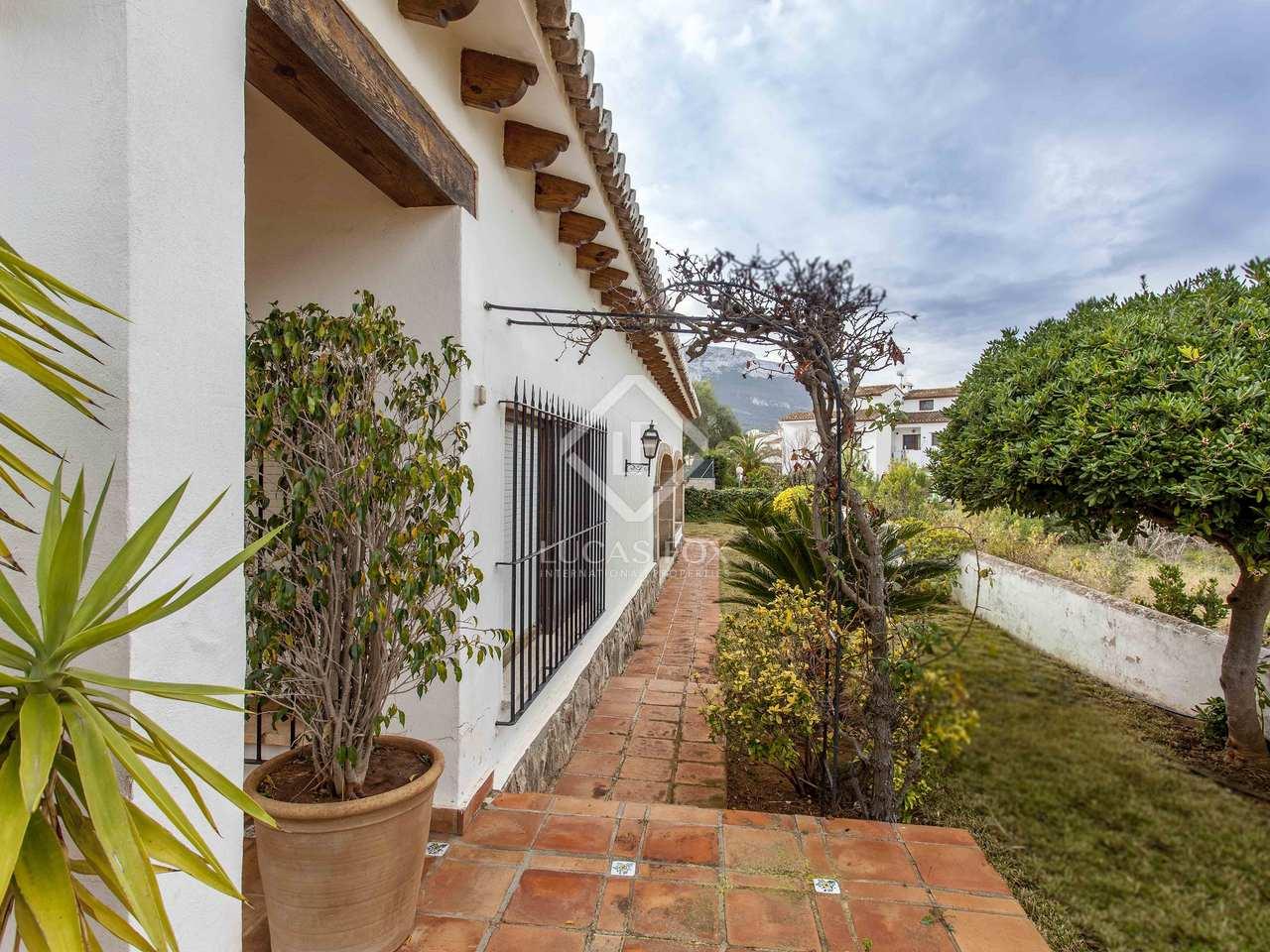 381m haus villa mit 70m terrasse zum verkauf in d nia. Black Bedroom Furniture Sets. Home Design Ideas