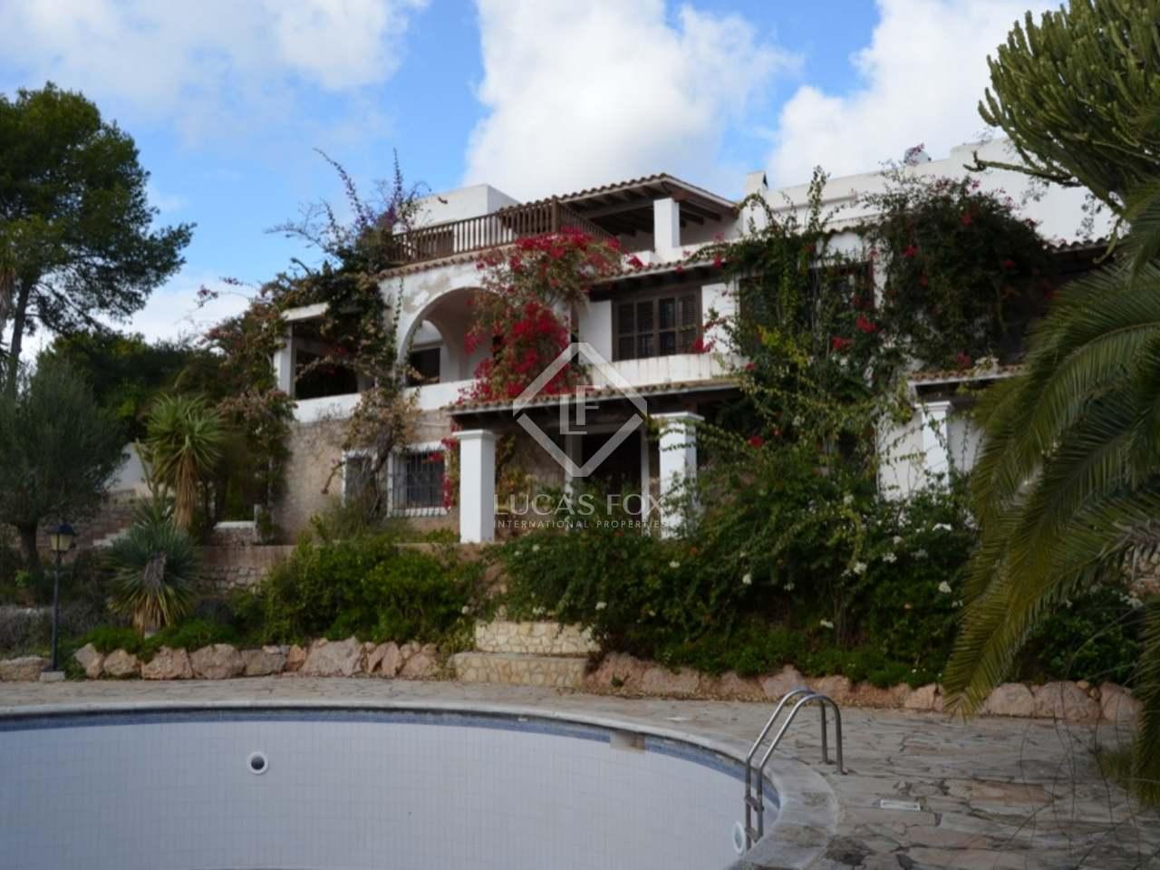 Villa en venta cerca de la playa de talamanca ibiza for Playa ciudad jardin