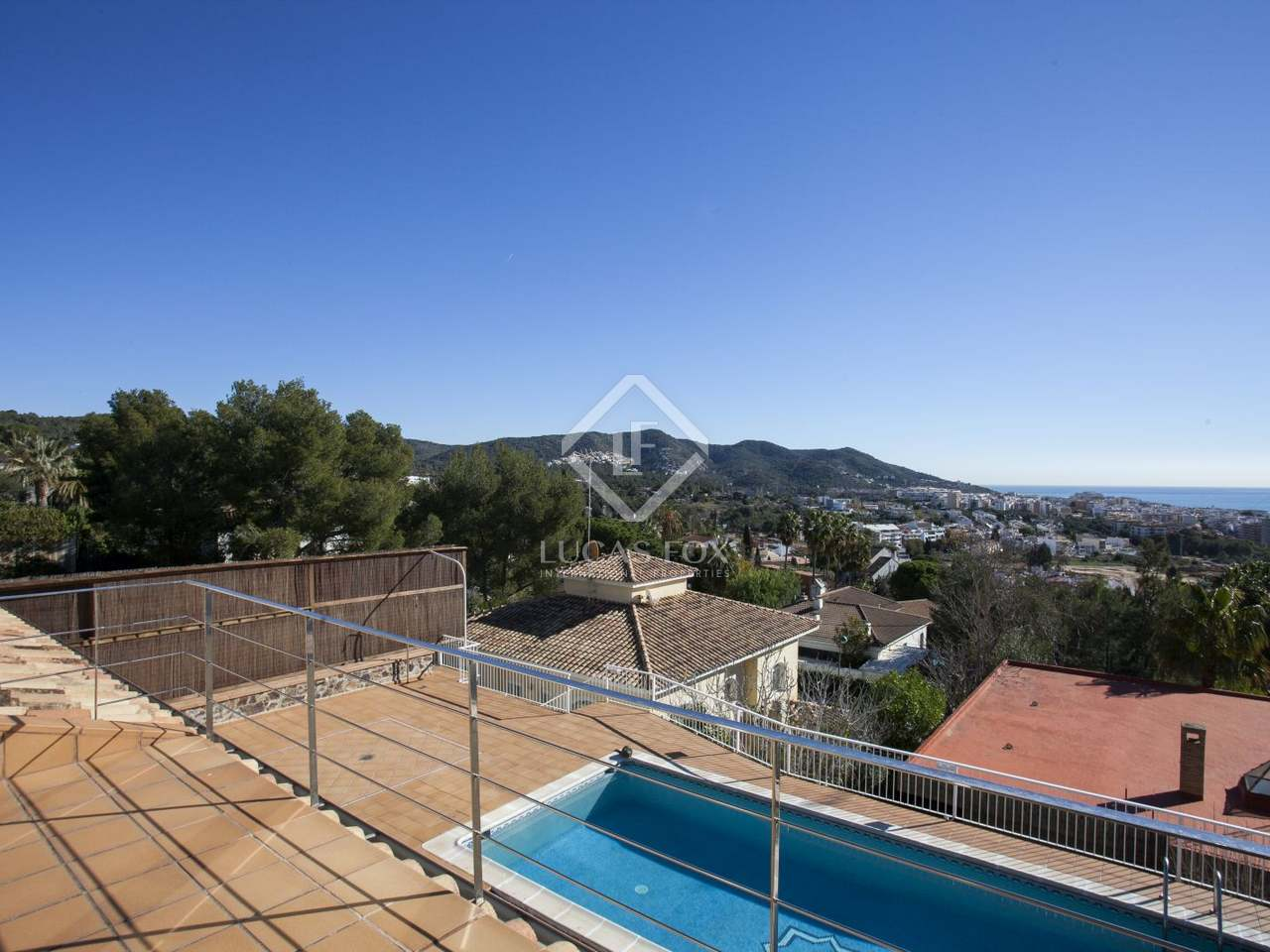 Villa de 6 dormitorios con piscina en venta en vallpineda Villa jardin donde queda