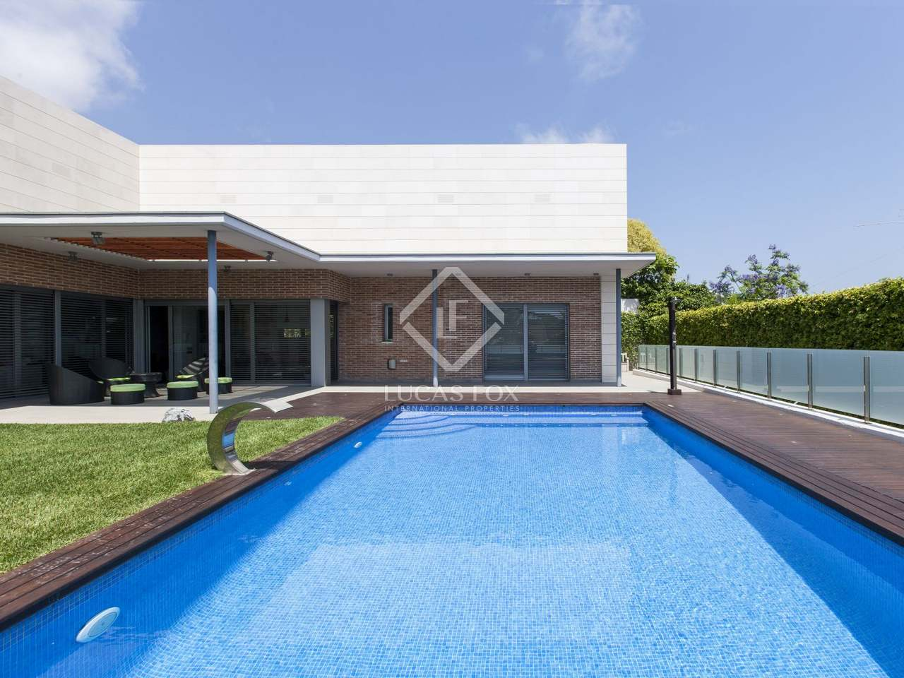 Villa with garden and pool for sale in castelldefels for Garden pool for sale
