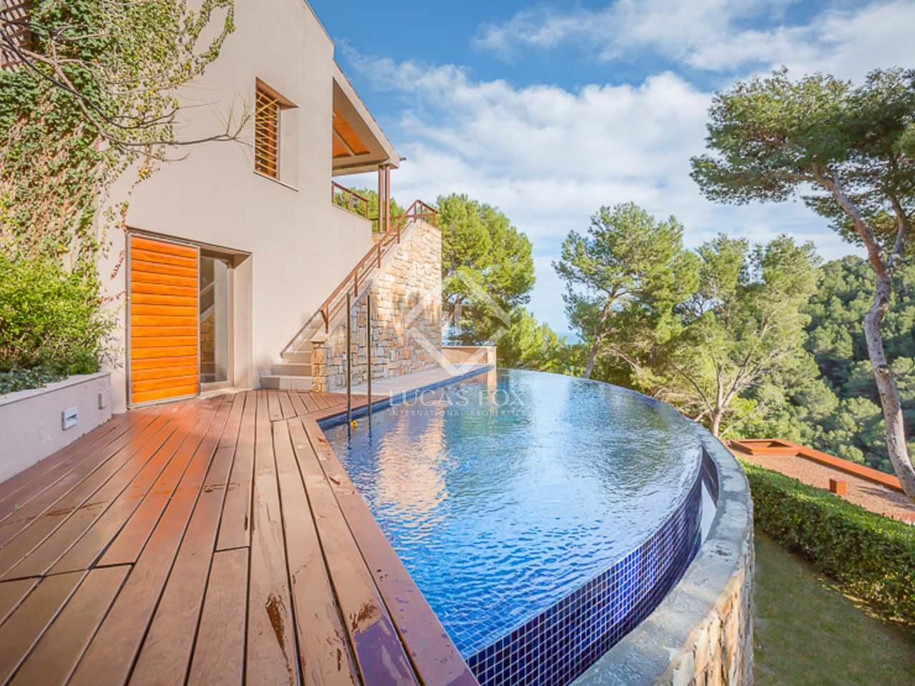 Villa moderna con toques r sticos en venta en begur for Piscinas naturales begur