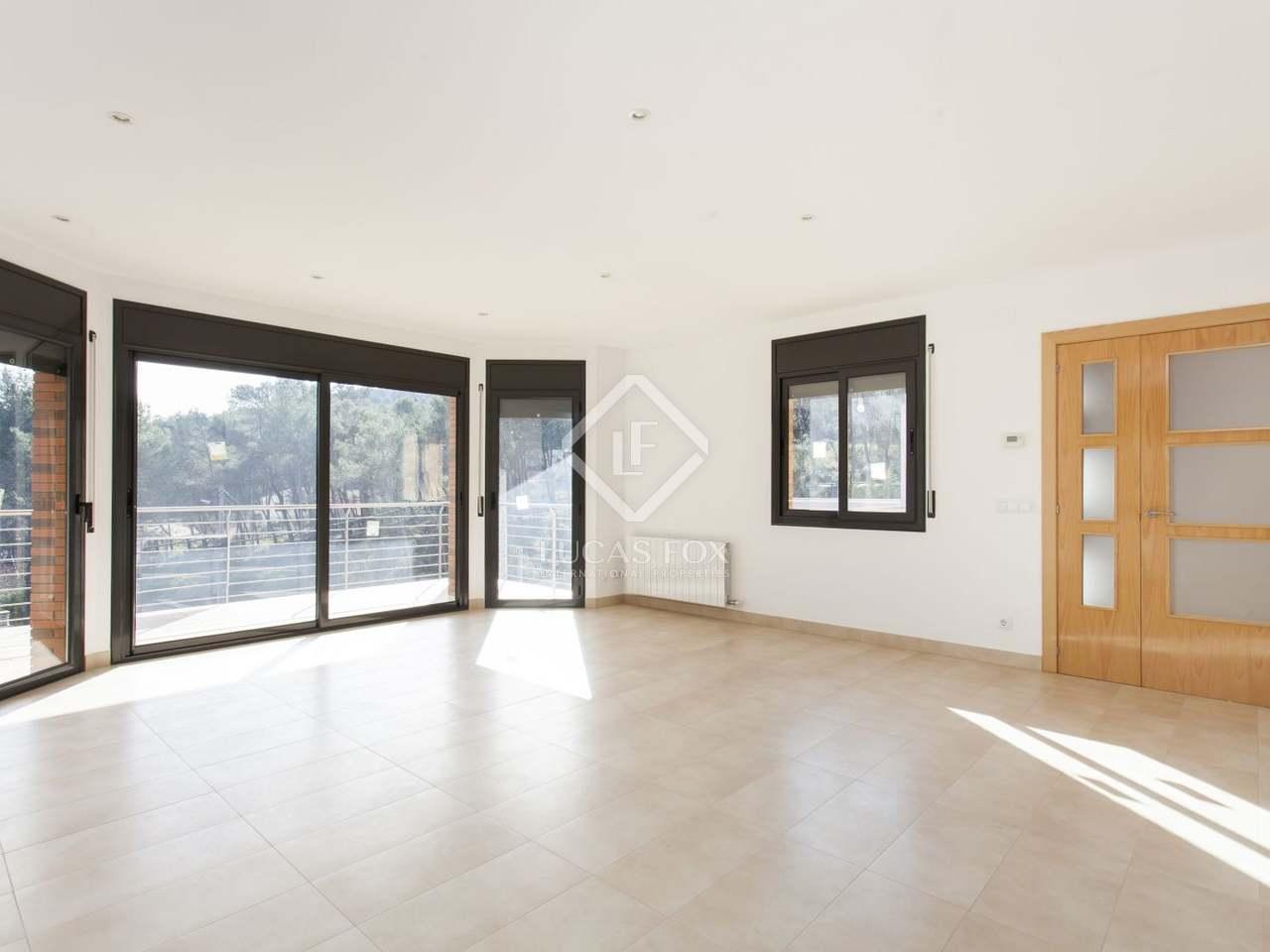 Modern 5 bedroom house for sale in olivella sitges for 5 bedroom house for sale