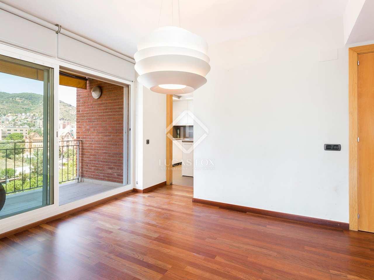 Casa de 5 dormitorios con piscina en alquiler en gracia for Casa con jardin alquiler barcelona