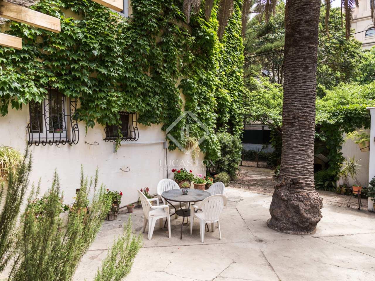 Villa hist rica con jard n y piscina en venta en valencia for Piscina ciudad jardin sevilla