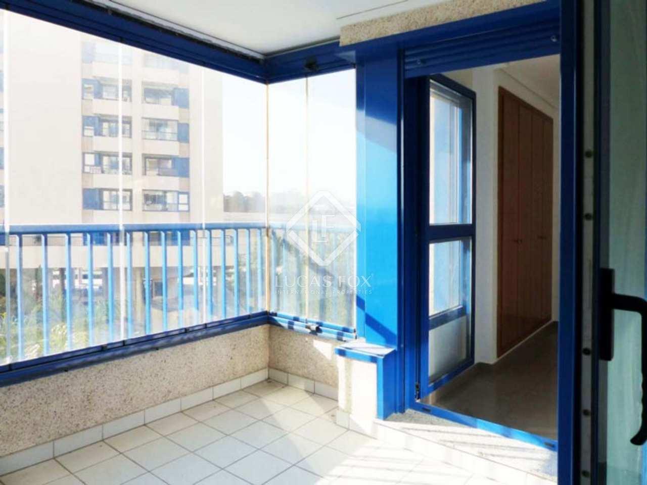 Venta de apartamento en primera l nea de playa patacona for Piscina patacona