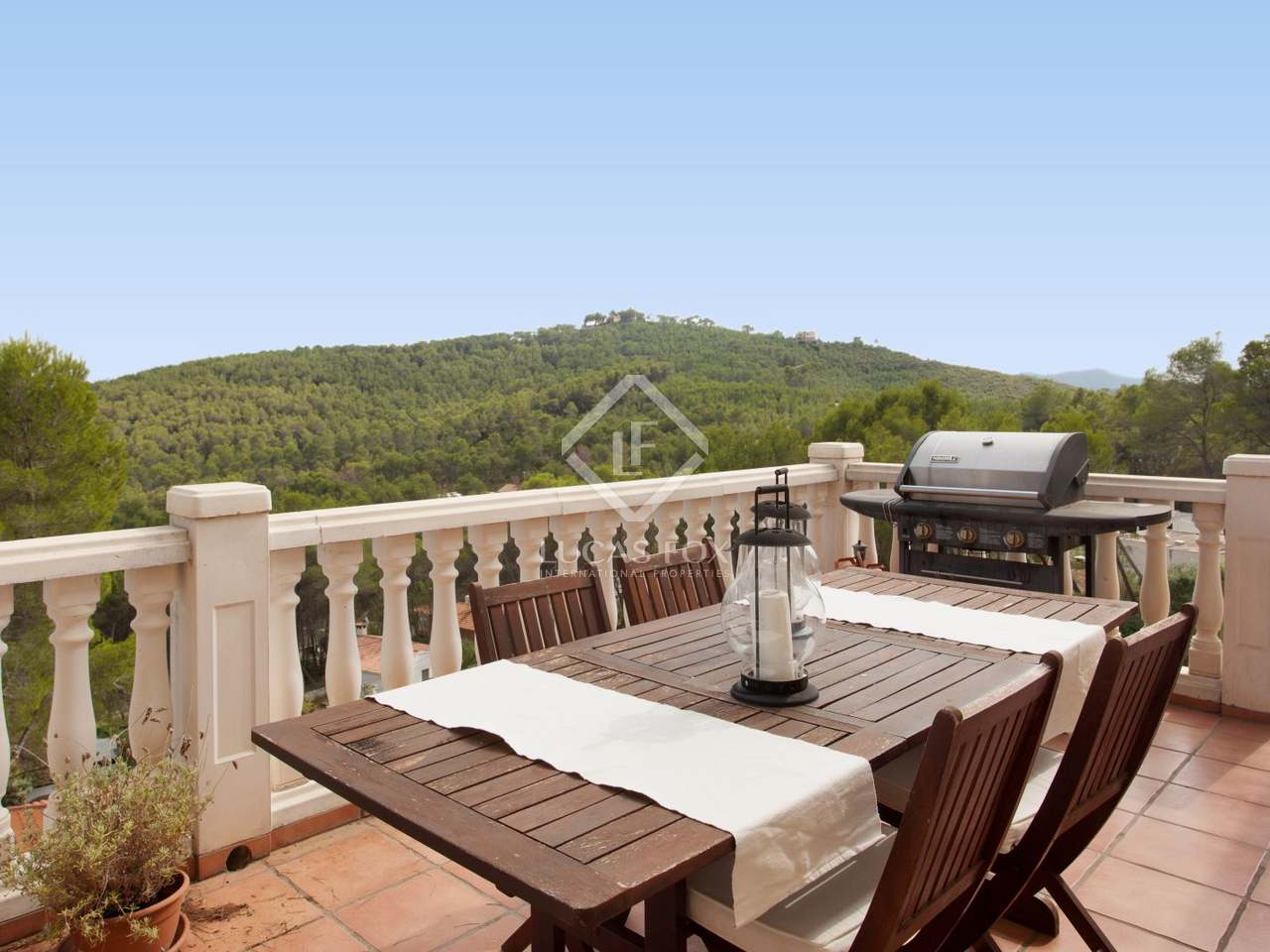 Villa con piscina en venta en olivella sitges for Piscina sitges