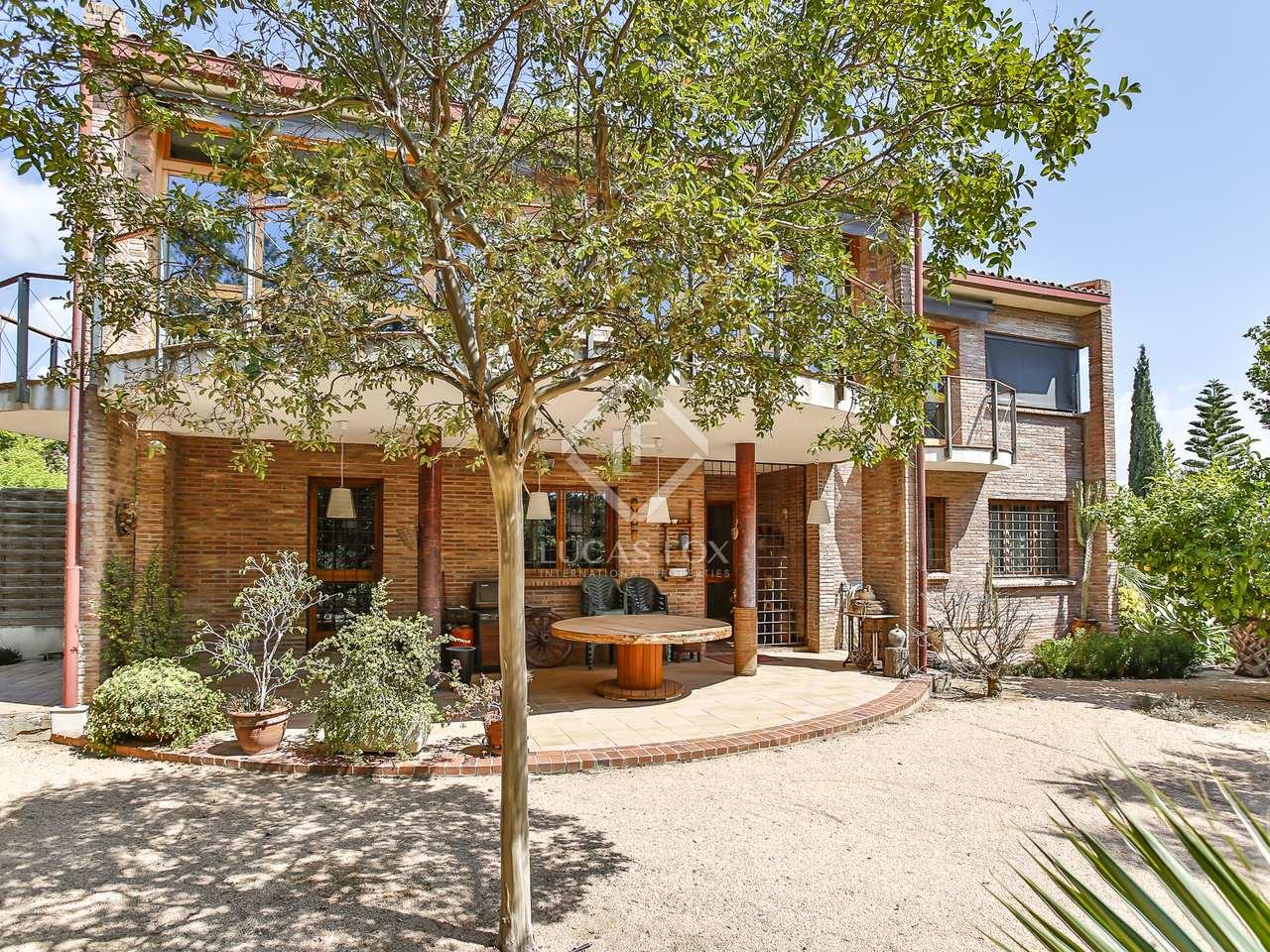 320 m² house with 600 m² garden for rent in Vilanova i la Geltrú