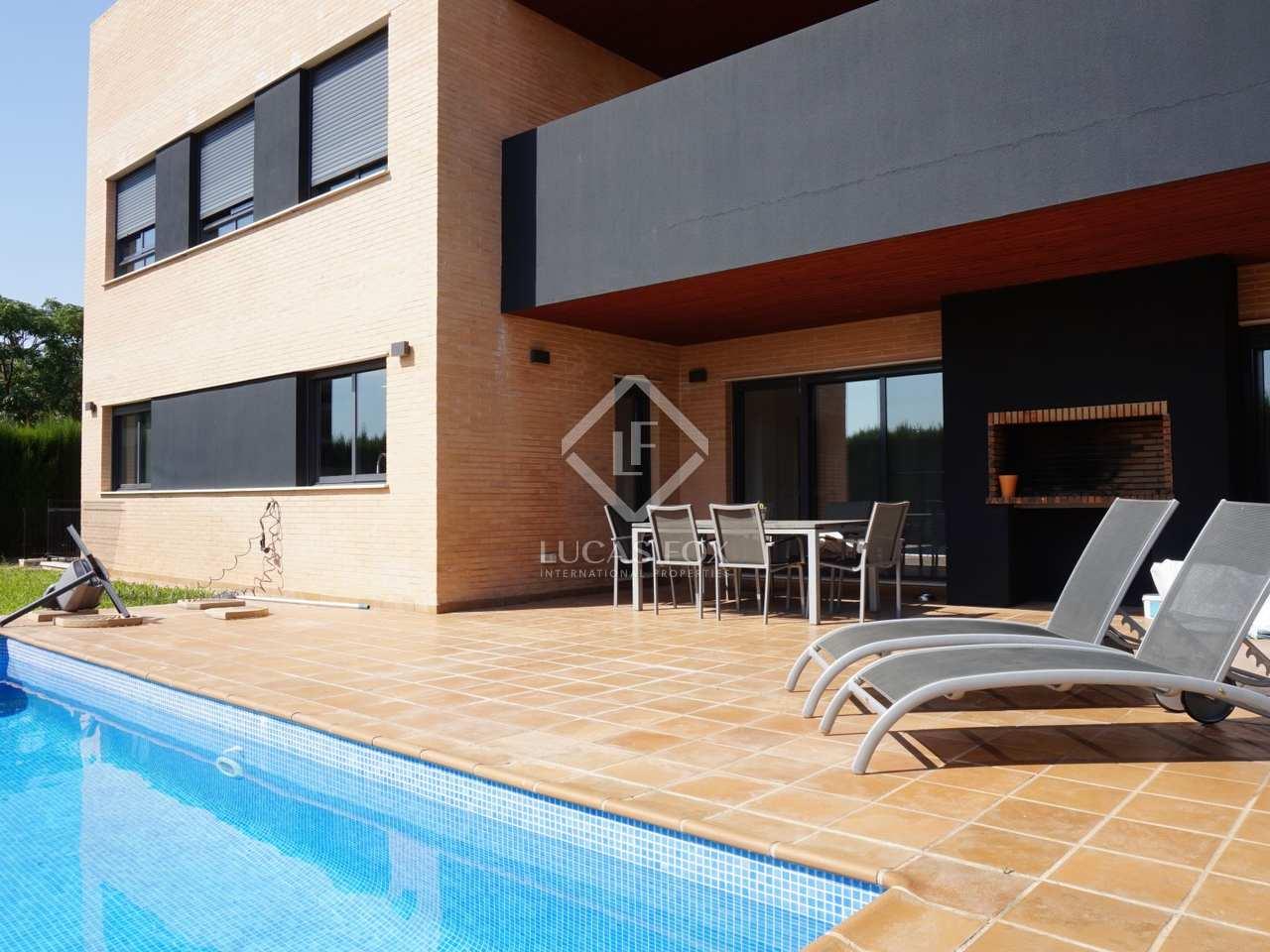 Maison villa de 440m a vendre godella rocafort avec for Garage ad valence