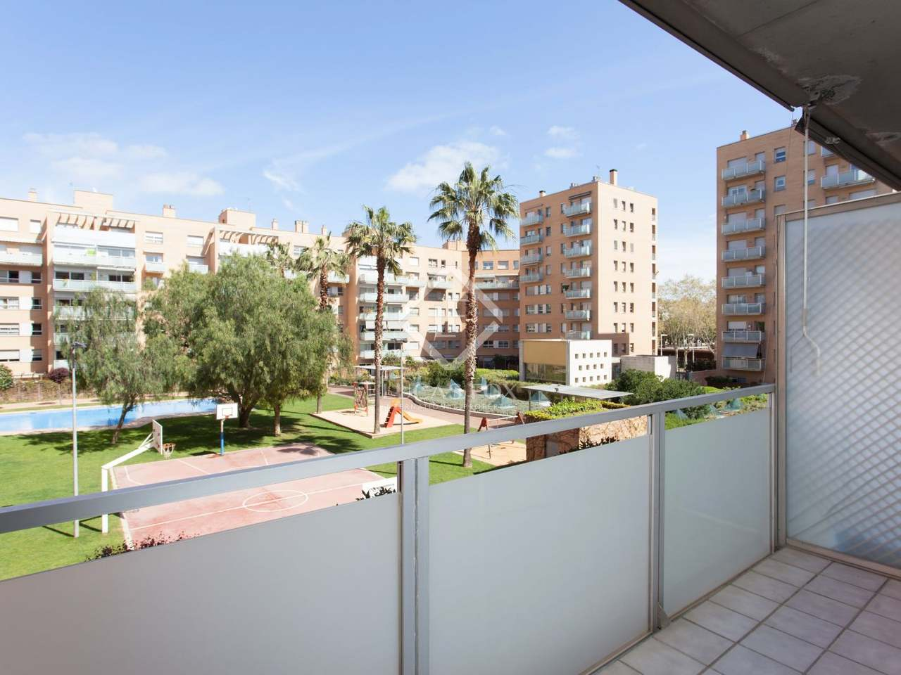 Apartment for sale near the beach in vila ol mpica with a for Barcelona pool garden 4