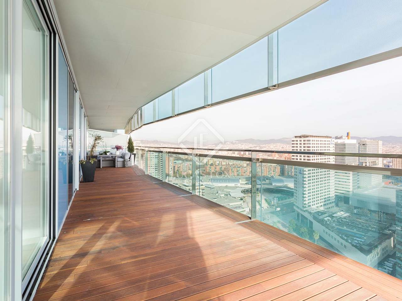 Appartement de 120m a vendre diagonal mar avec 63m for Appartement piscine barcelone