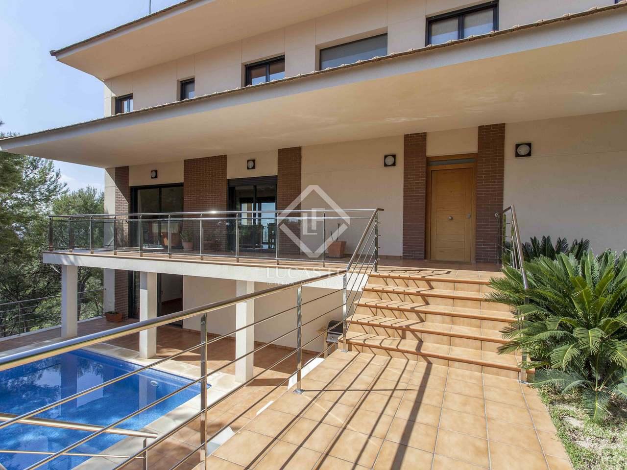371 m² villa with 50 m² terrace for sale in El Bosque