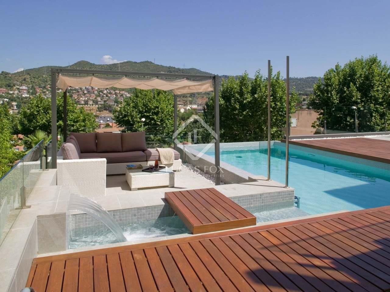 Designer house for sale in sant just desvern near barcelona for Barcelona pool garden 4
