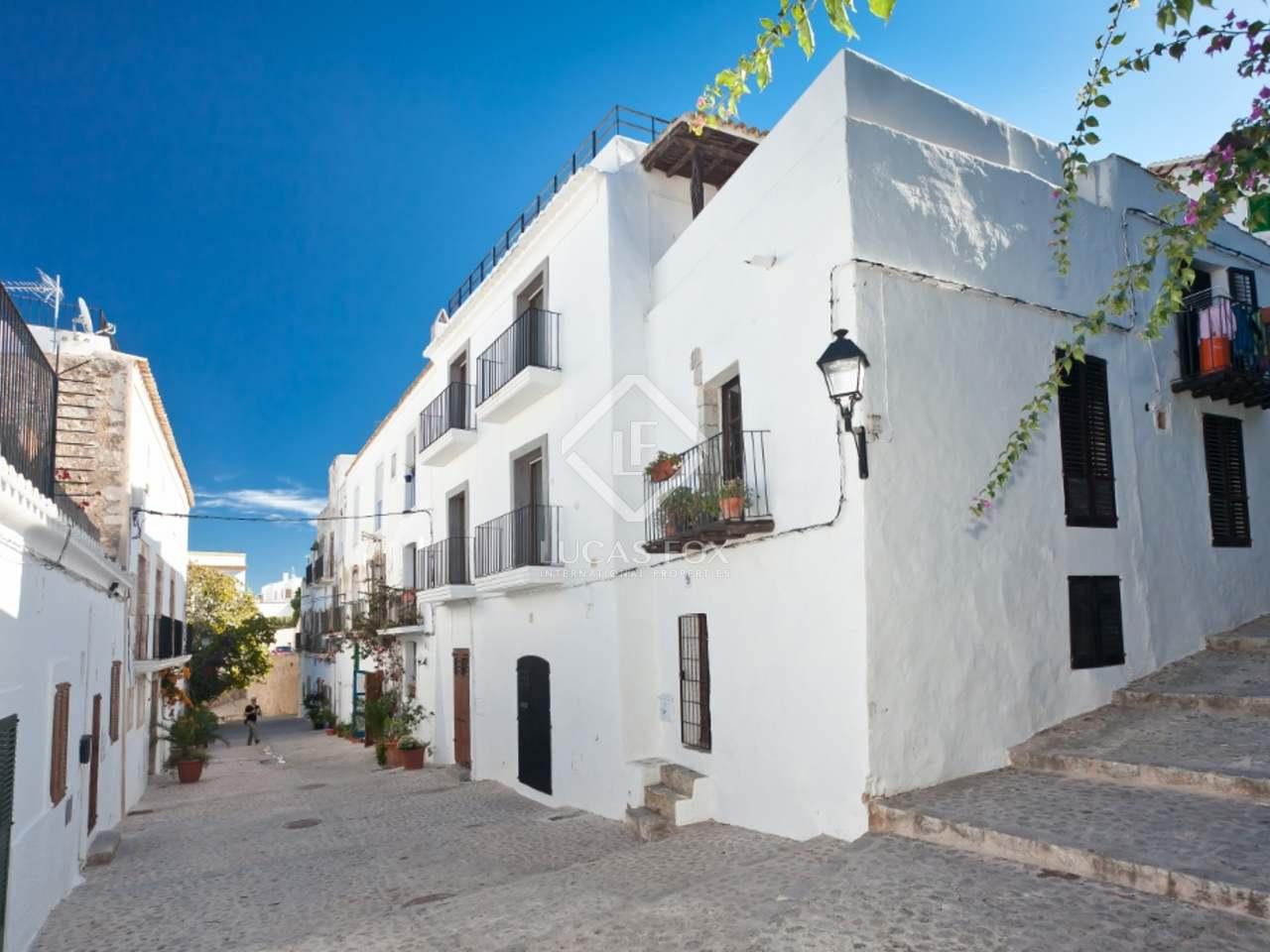 206m haus villa mit 60m terrasse zum verkauf in ibiza. Black Bedroom Furniture Sets. Home Design Ideas