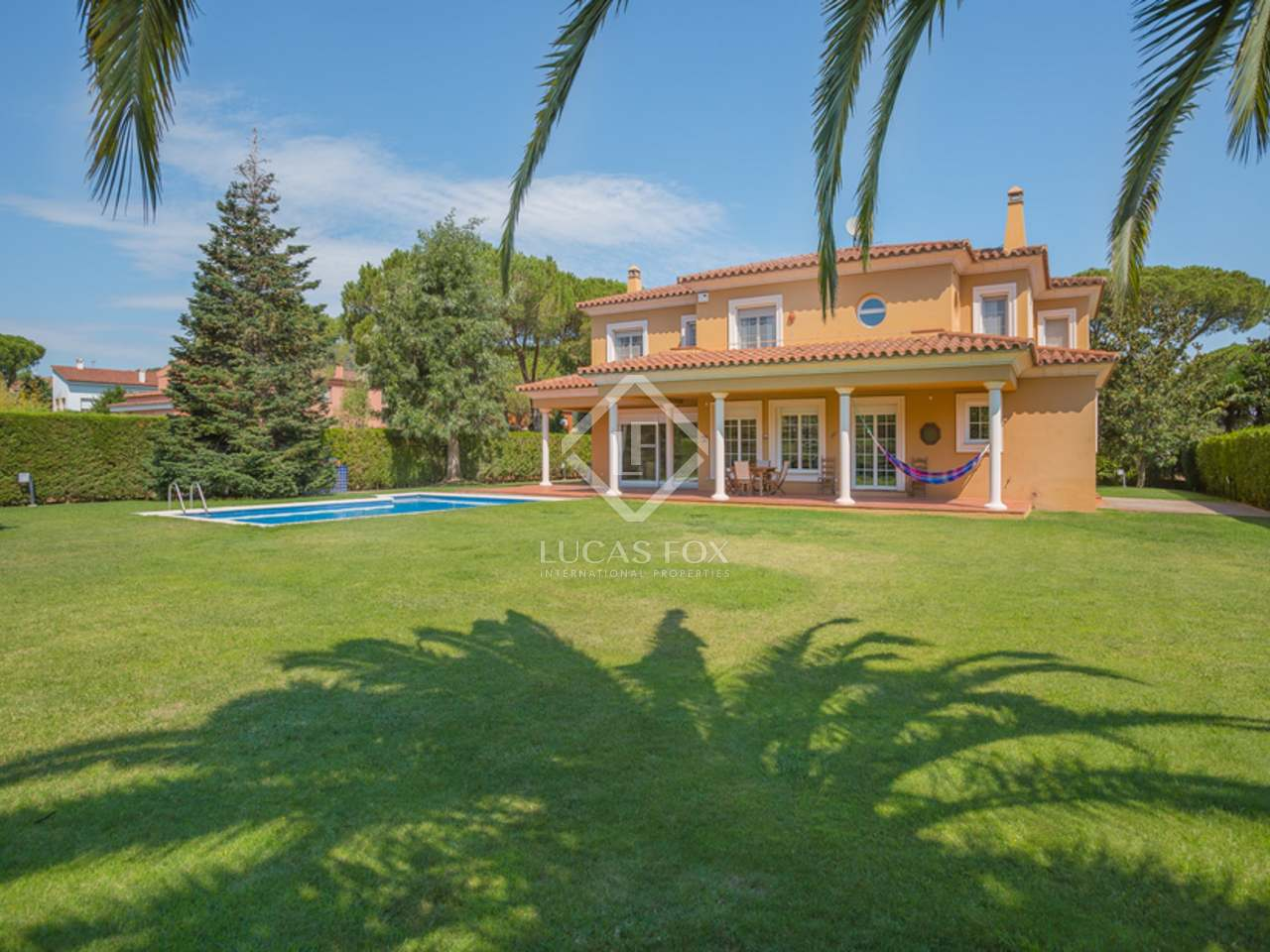 Wonderful family house for sale in montr s for Wonderful house