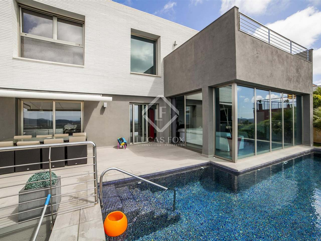 villa en vente sur la c te du maresme au nord de barcelone. Black Bedroom Furniture Sets. Home Design Ideas