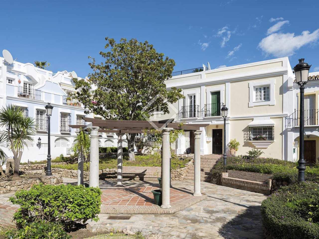 Casa adosada moderna en venta en el centro de nueva andaluc a - Apartamentos en nueva york centro ...