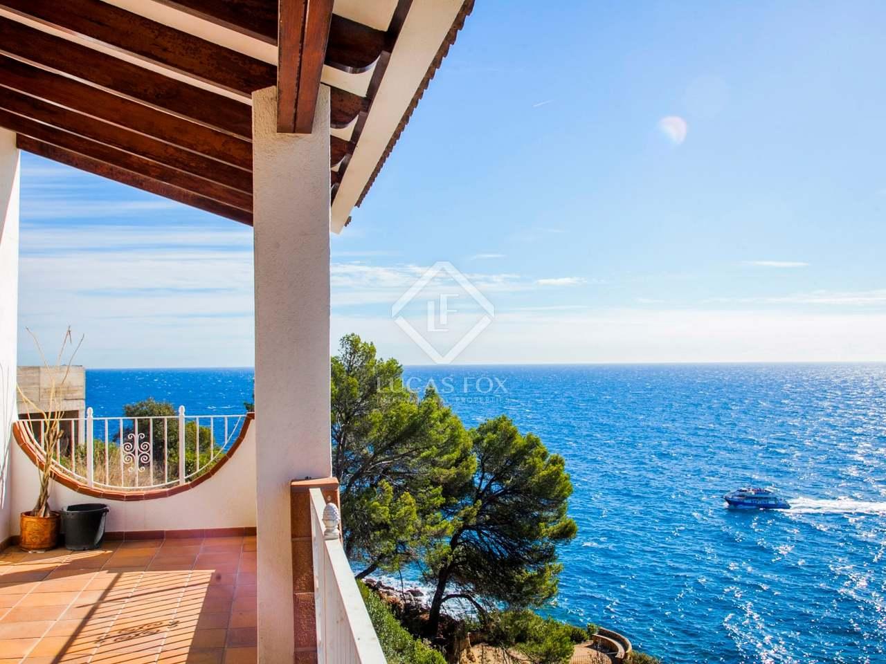 seafront costa brava house for sale in lloret de mar. Black Bedroom Furniture Sets. Home Design Ideas