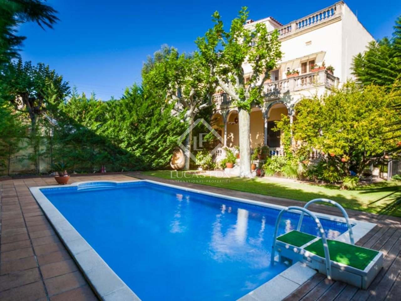 Casa de 5 dormitorios en alquiler con un jard n y piscina for Casa con jardin alquiler barcelona