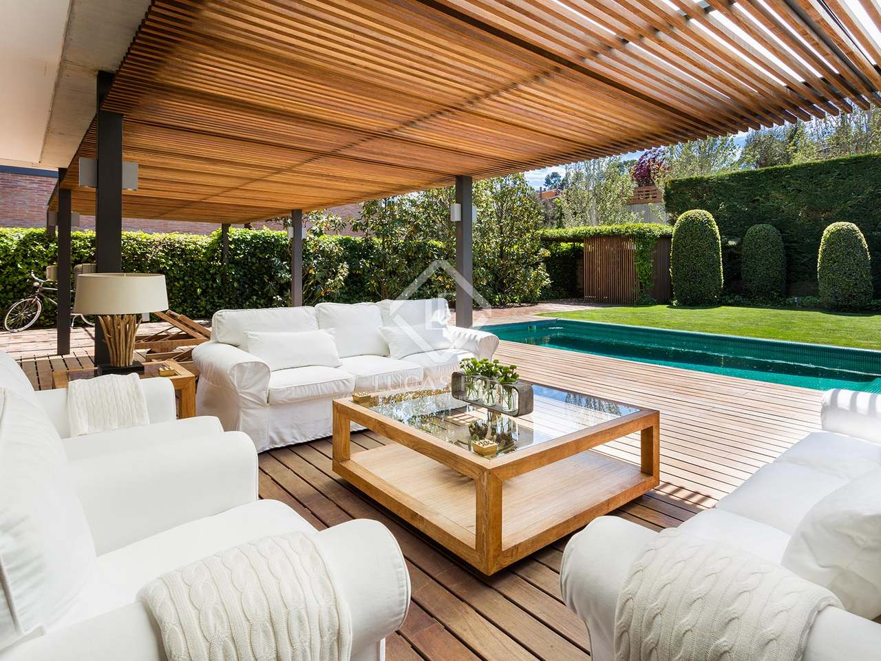 5 bedroom house with garden and pool to buy in sant cugat for Barcelona pool garden 4