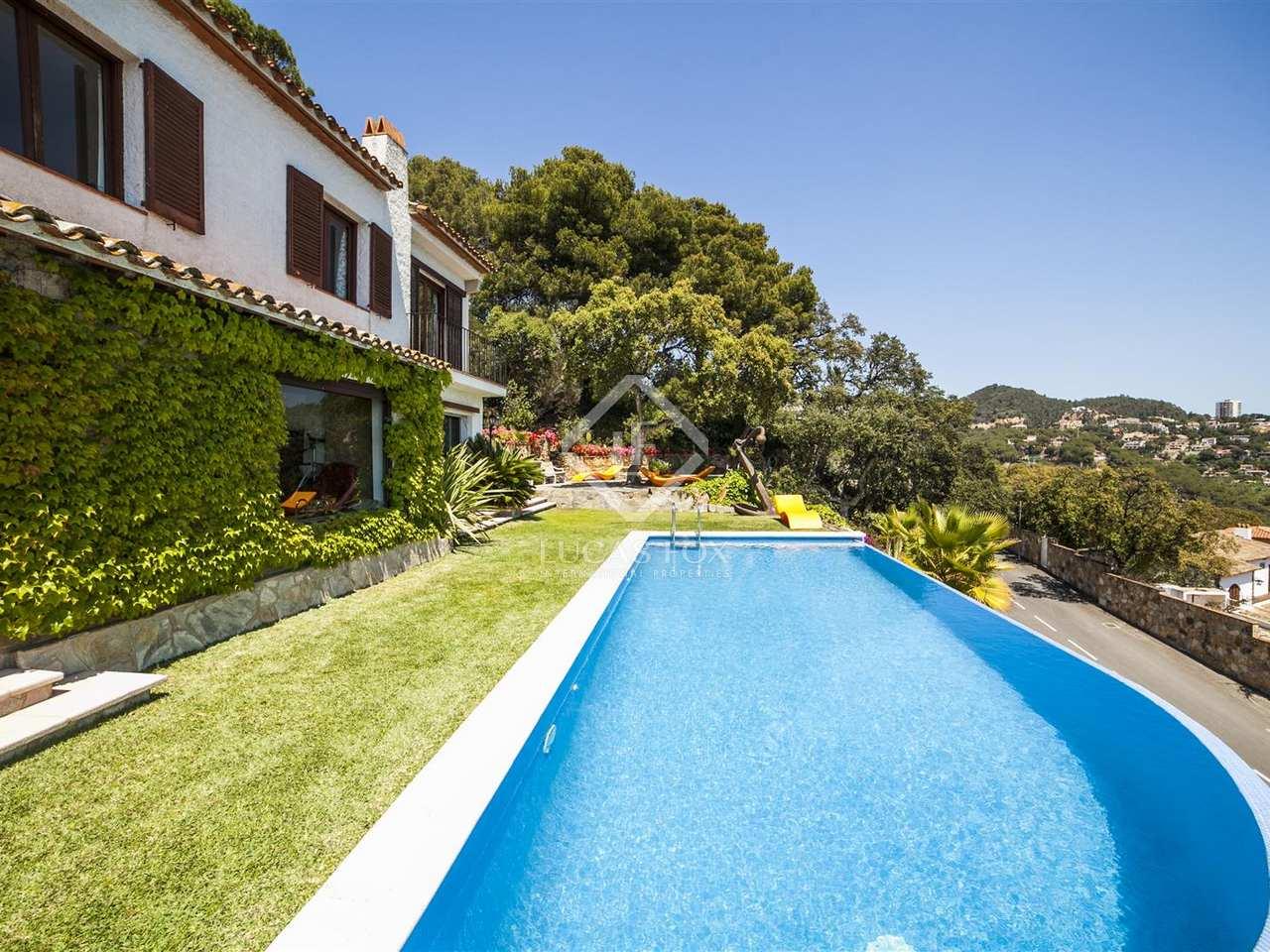 Villa zum verkauf in lloret de mar an der costa brava for Pool verkauf