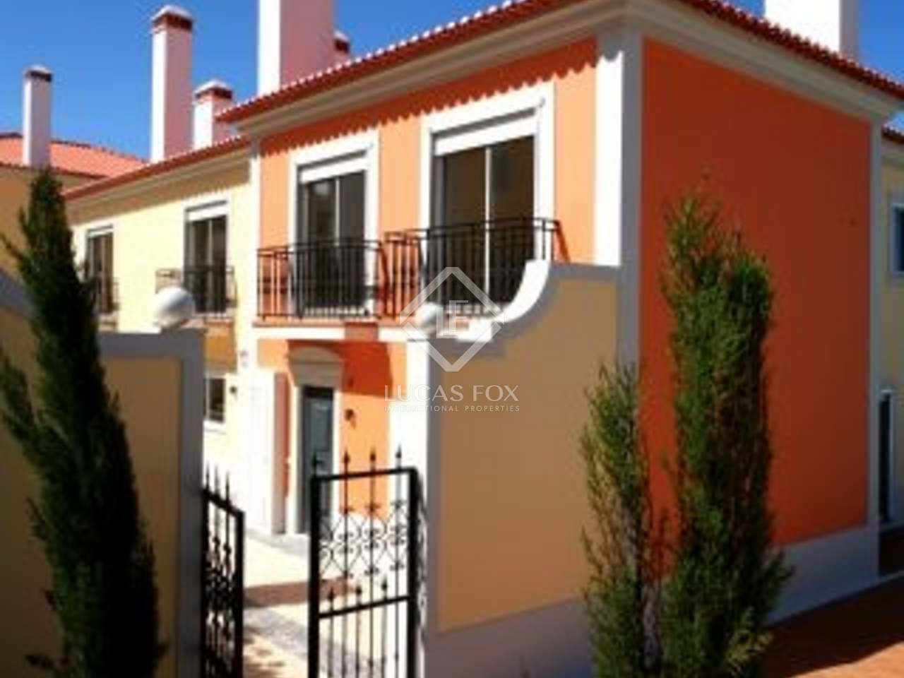 Fantastic four bedroom town house for sale in Praia del Rey, Silver Coast. On golf course with sea views