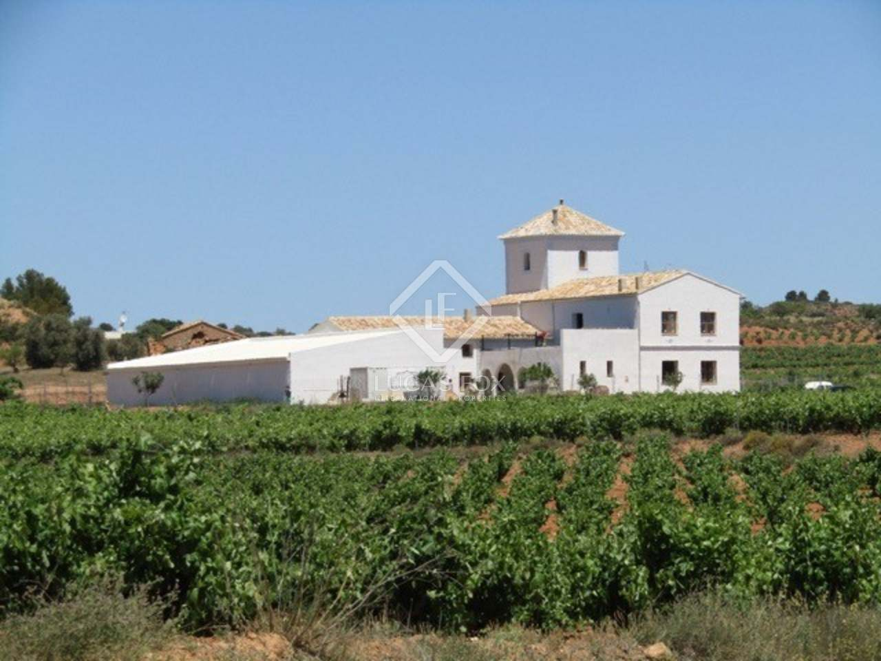 Large country estate for sale in requena valencia for Big estates for sale