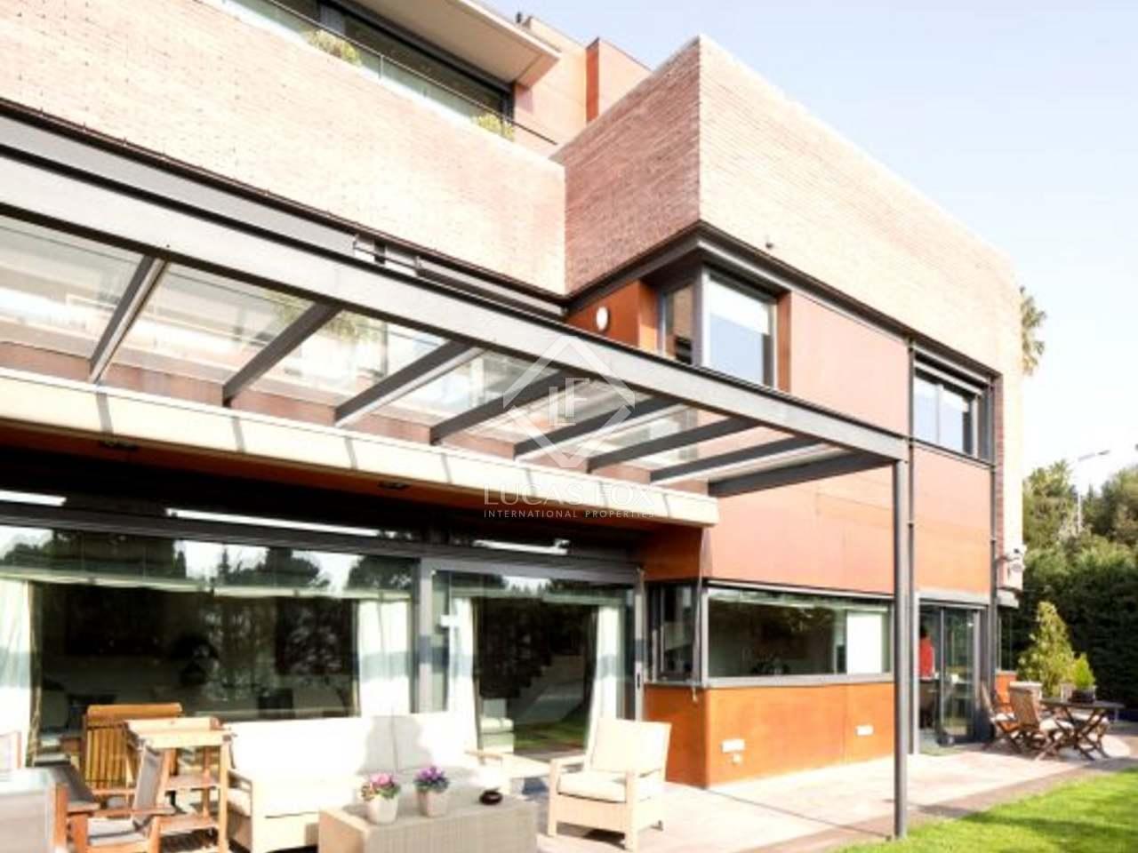 Casa de lujo de 5 dormitorios en alquiler en pedralbes for Alquiler garaje barcelona