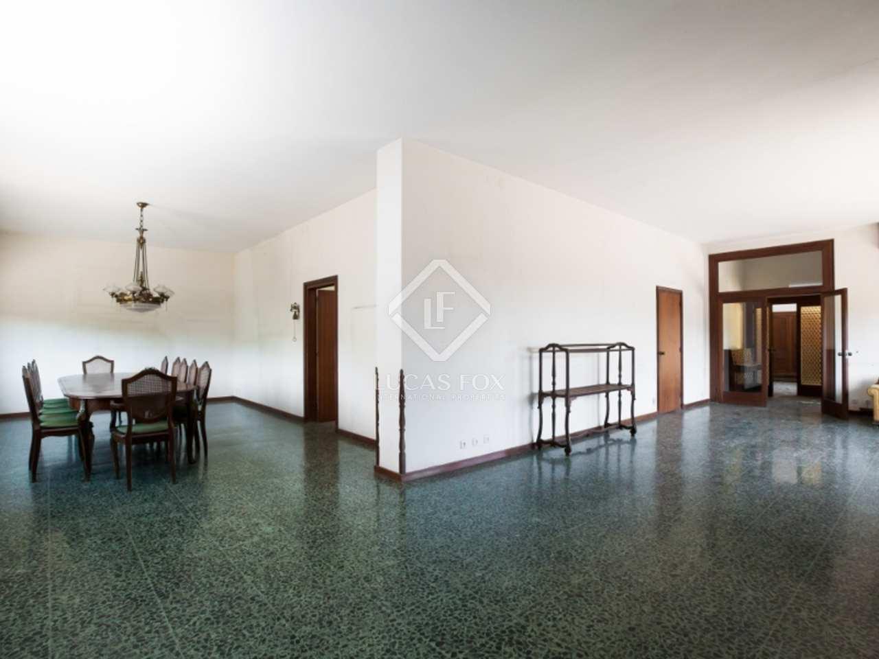 7 schlafzimmer haus zu renovieren in cabrils maresmek ste. Black Bedroom Furniture Sets. Home Design Ideas