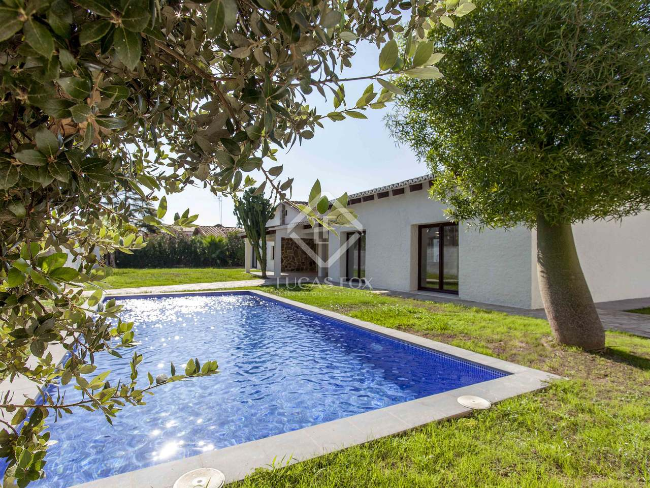 230 M Villa With 800 M Garden For Sale In La Eliana