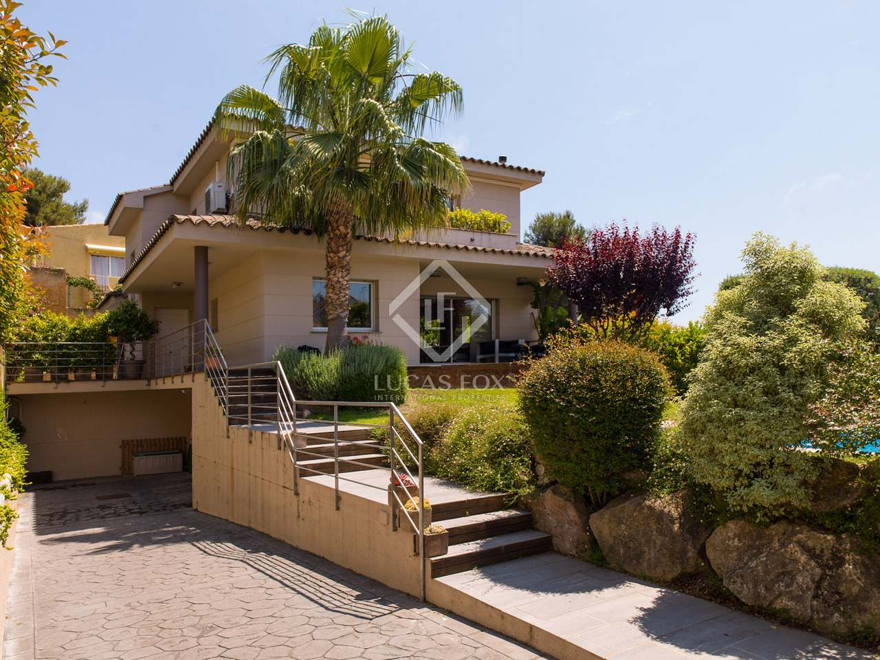 5 bedroom house with pool close to centre of alella maresme for 5 bedroom house with pool