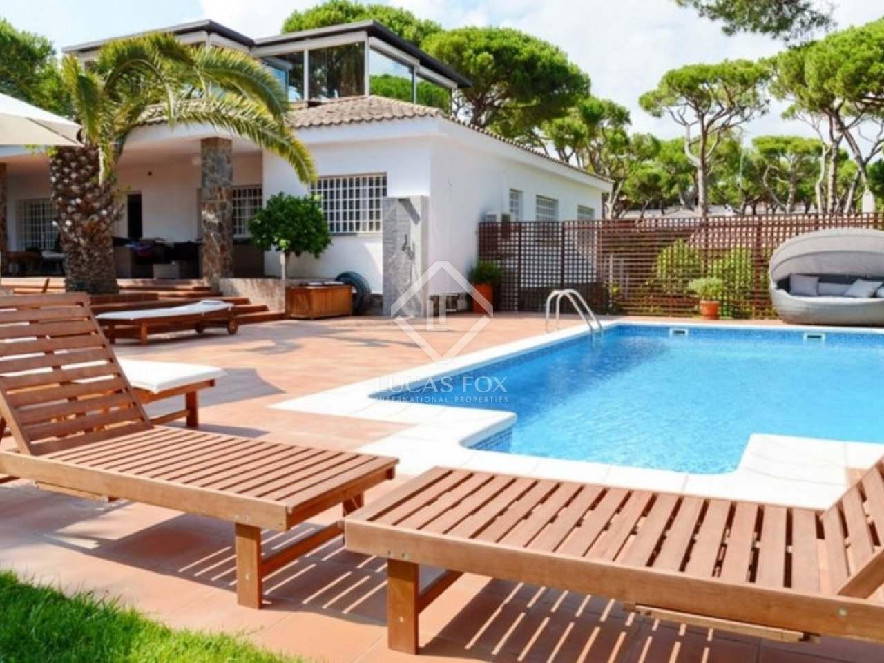 Casa en venta cerca de la playa en castelldefels for Piscina castelldefels