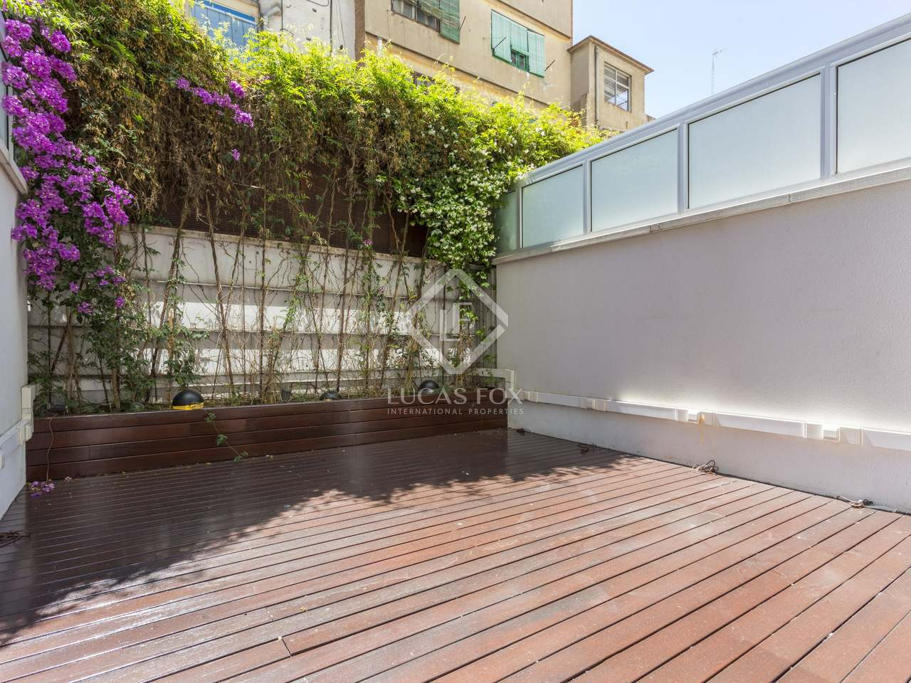 65m wohnung mit 17m terrasse zum verkauf in eixample rechts. Black Bedroom Furniture Sets. Home Design Ideas