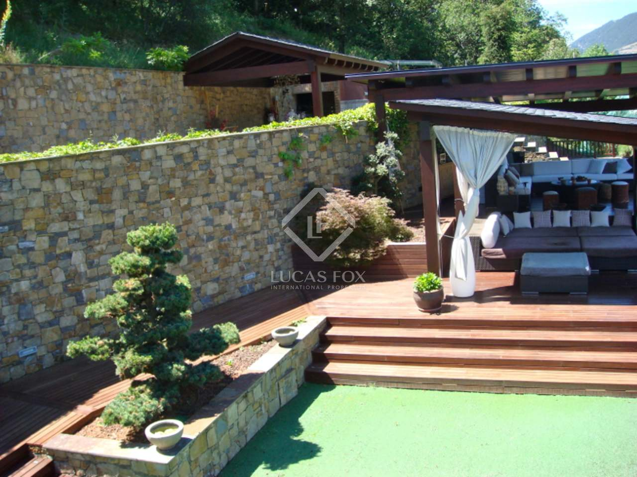 Villa de luxe en vente sant juli de l ria a andorre for Piscine andorre caldea