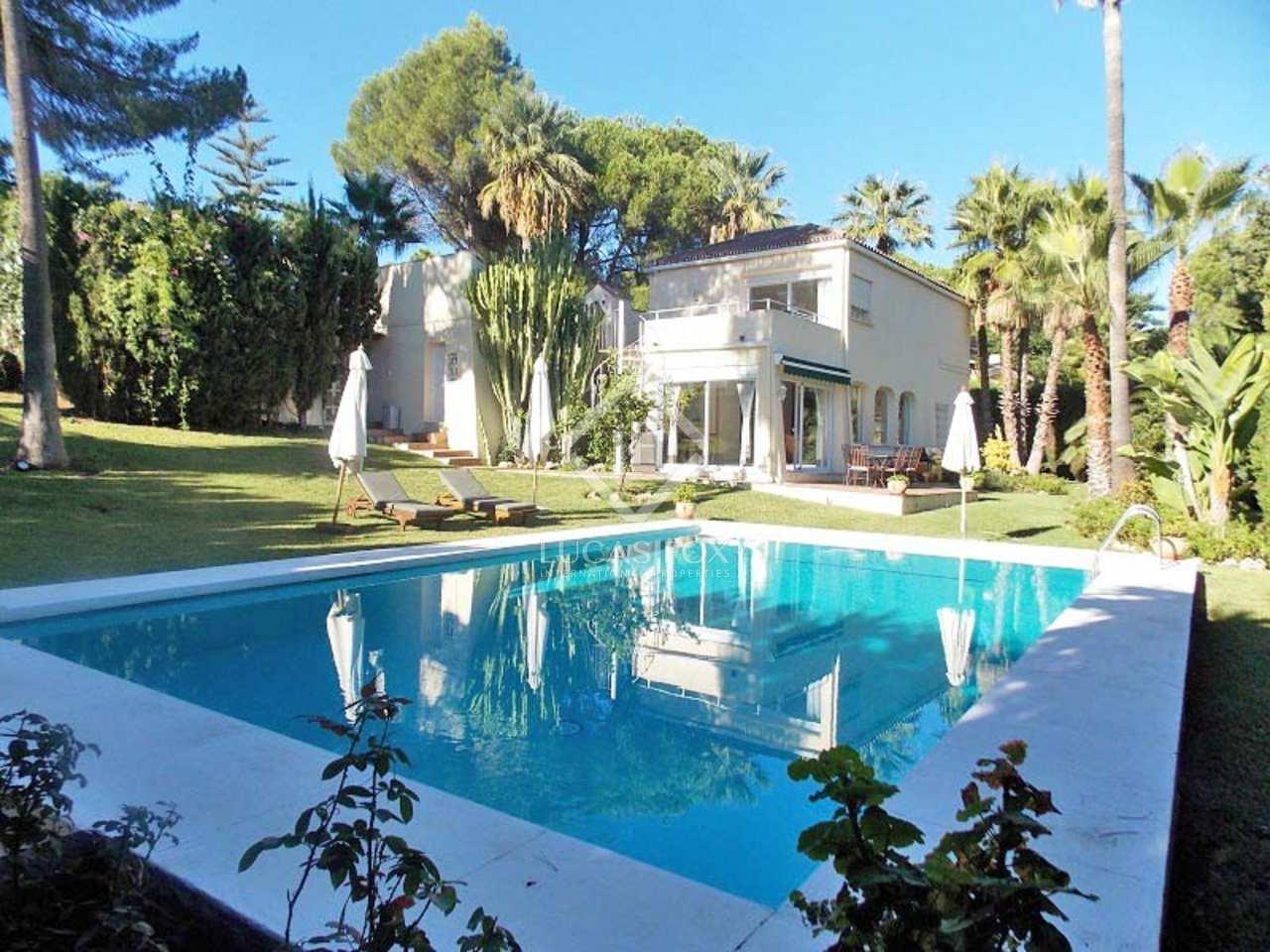 Villa de 4 dormitorios en venta en nueva andaluc a for Jardin villa bonita culiacan