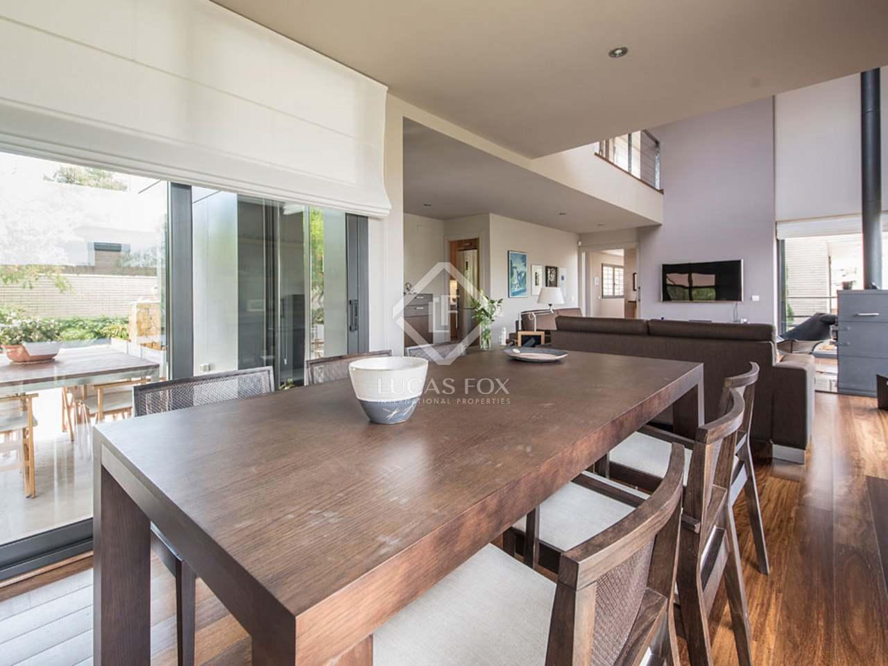 maison villa de 471m a vendre antibes tarragone. Black Bedroom Furniture Sets. Home Design Ideas