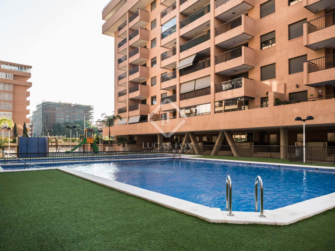 Piso de 106m con terraza en venta en playa de la patacona for Pisos en la playa